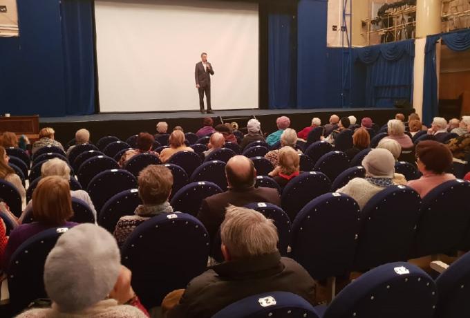 Для старшего поколения жителей Сокольников в театре кукол прошёл ещё один киносеанс
